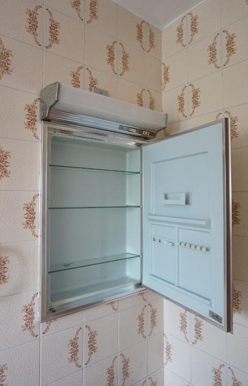 Espelho com luminaria e mini armario