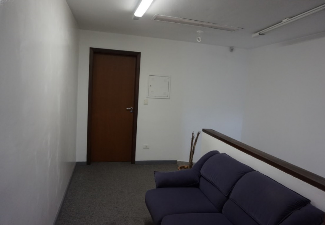 hall de acesso mostrado porta do outro conjunto do 1o piso - area comum